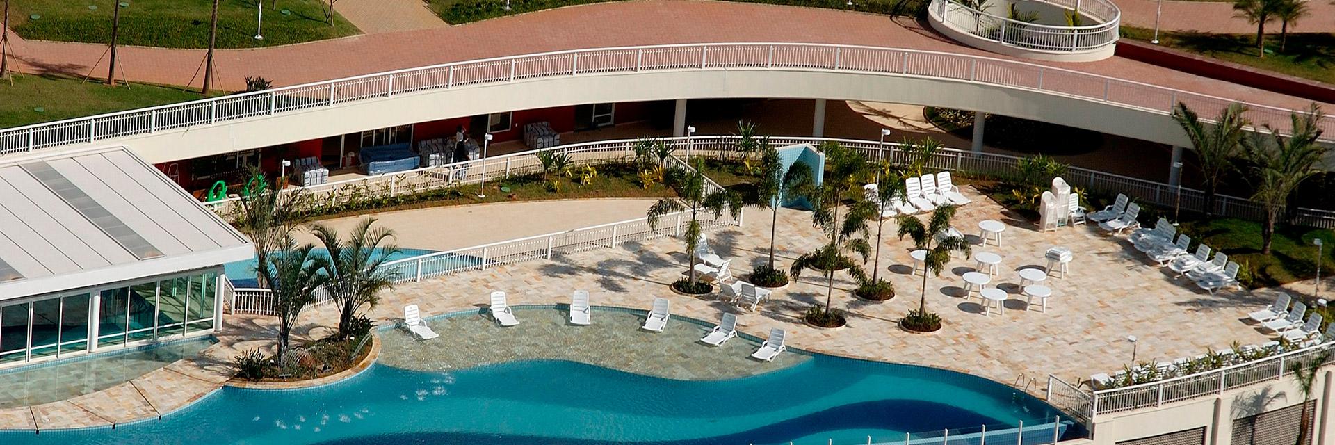 Foto aérea da piscina